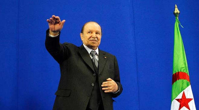 Cezayirde cumhurbaşkanlığı seçimlerini kaybeden eski Başbakan Ali bin Flis siyaseti bıraktı