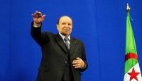 Cezayir'de cumhurbaşkanlığı seçimlerini kaybeden eski Başbakan Ali bin Flis siyaseti bıraktı