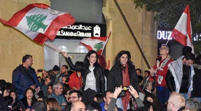 Lübnanda binlerce gösterici Beyrutta toplandı