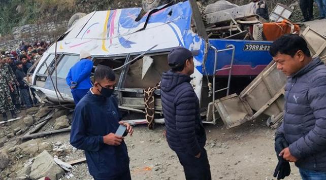 Nepalde otobüs kazası: 14 ölü, 18 yaralı