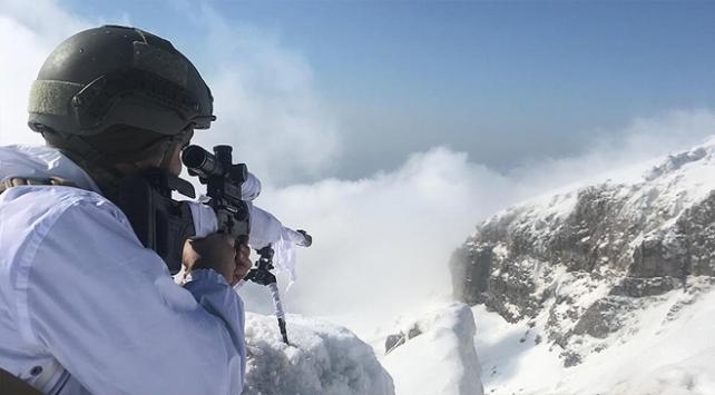 Jandarma teröristlere kışın da göz açtırmıyor