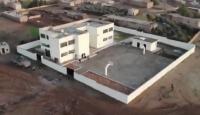 Mehmetçik Suriyeli çocukların geleceğini inşa ediyor