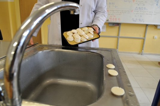 Atık yağdan okulun sabun ihtiyacını karşılıyorlar