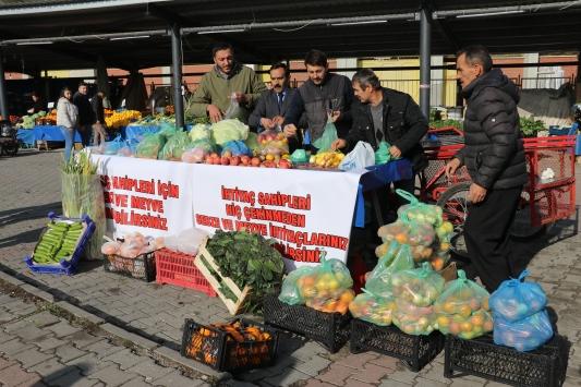 Boluda ihtiyaç sahipleri için meyve ve sebze tezgahı kuruldu