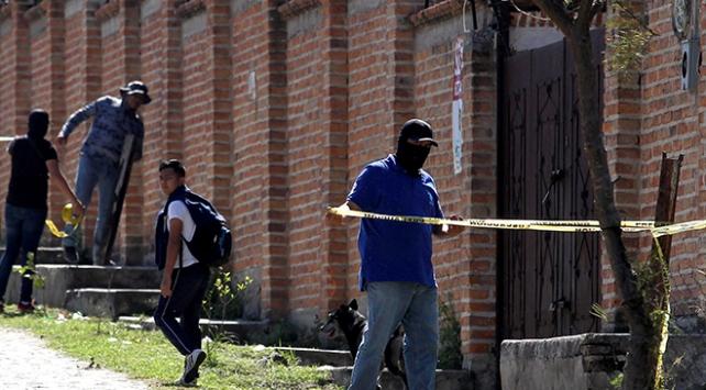Meksikada en az 50 kişinin olduğu toplu mezar bulundu