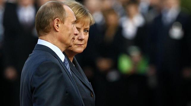 Putin ve Merkel, Libya meselesini görüştü