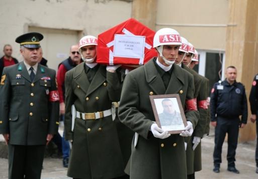Rahatsızlanarak hayatını kaybeden asker memleketine uğurlandı