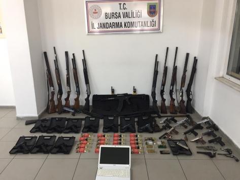 """Bursa ve İstanbuldaki eş zamanlı """"silah"""" operasyonunda 9 gözaltı"""