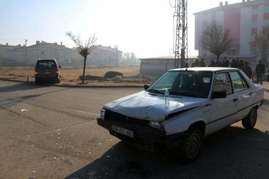 Sivasta otomobil ile hafif ticari araç çarpıştı: 5 yaralı
