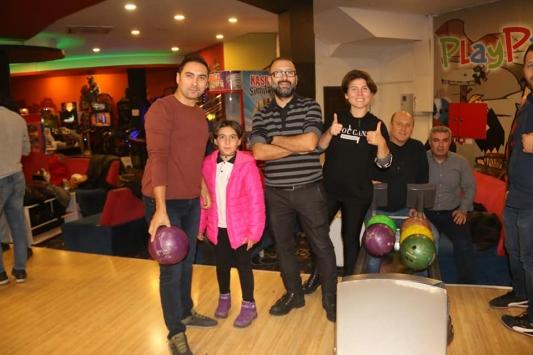Kocaelide gazeteciler bowling turnuvasında bir araya geldi