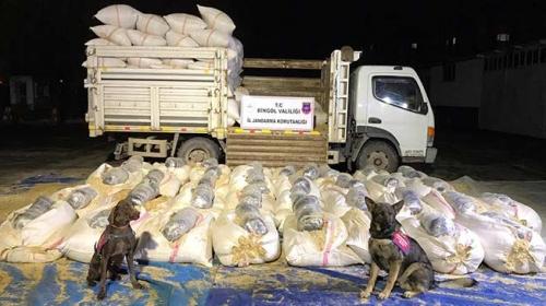 Bingöl'de saman yüklü kamyonda 300 kilo uyuşturucu ele geçirildi