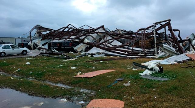 ABDde hortum ve fırtınalarda 3 kişi öldü