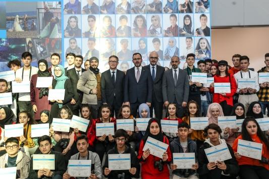 """Türk ve Suriyeli gençlerin """"Gelecek Hayalleri"""" fotoğraf sergisi açıldı"""