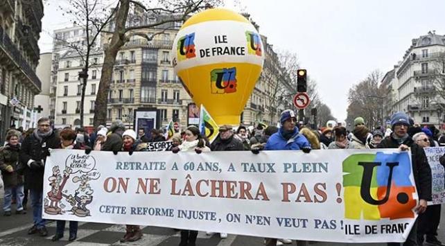Fransada sendikalar emeklilik reformunun geri çekilmesini istiyor