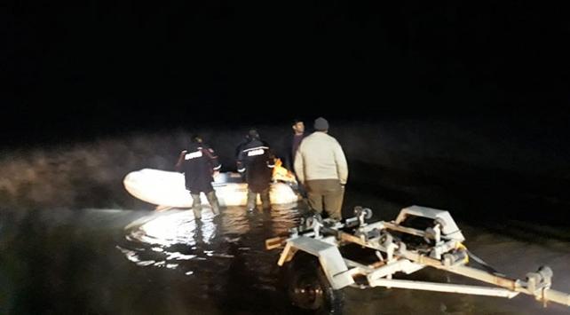 Keban Baraj Gölünde mahsur kalan 3 balıkçı kurtarıldı