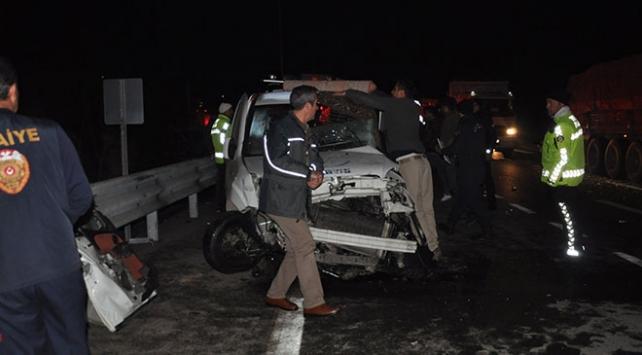 Konyada otobüs ile hafif ticari araç çarpıştı: 2 ölü