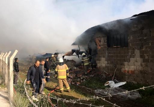 İzmirde mobilya tesisinde yangın