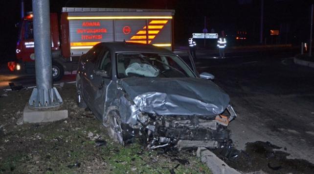 Adanada iki otomobil çarpıştı: 1 ölü, 4 yaralı