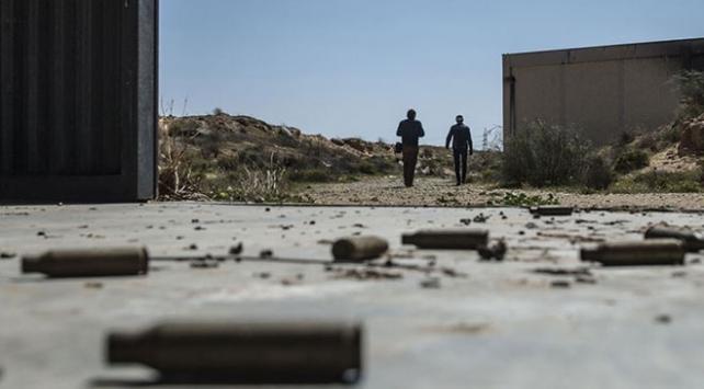 Yabancı savaş uçakları Libyanın Misrata kentini vurdu