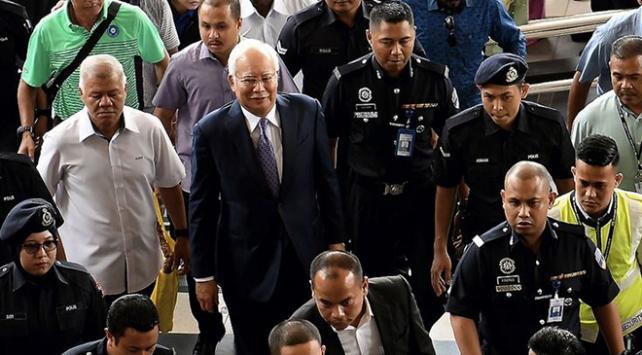 Malezya eski Başbakanından, Moğol kadını öldürttüğü suçlamalarına yeminli ret