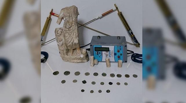 Afyonkarahisarda tarihi heykel ve sikkeler ele geçirildi