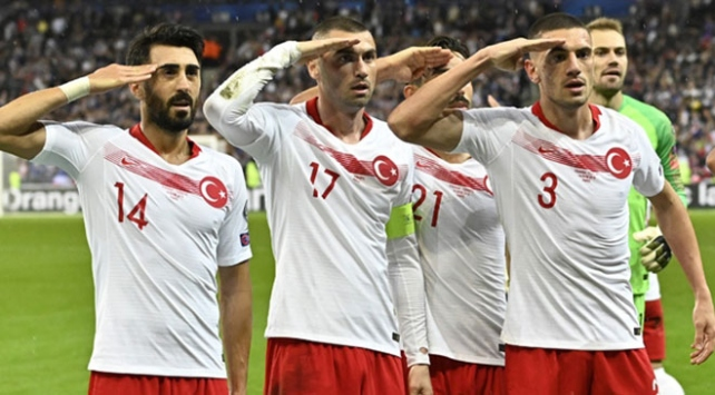 UEFAdan A Milli Takıma asker selamı cezası