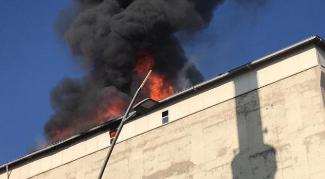 Batmanda iş merkezinde yangın