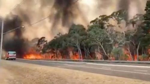 Avustralya'da itfaiyeciler tahliye çağrısında bulundu