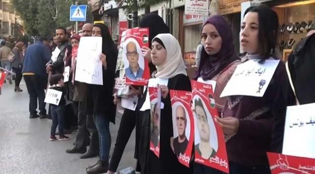 İsrail hapishanelerindeki Filistinli tutuklulara destek için insan zinciri