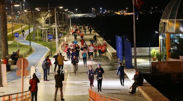 """İzmirde """"en uzun gece"""" koşusu düzenlendi"""