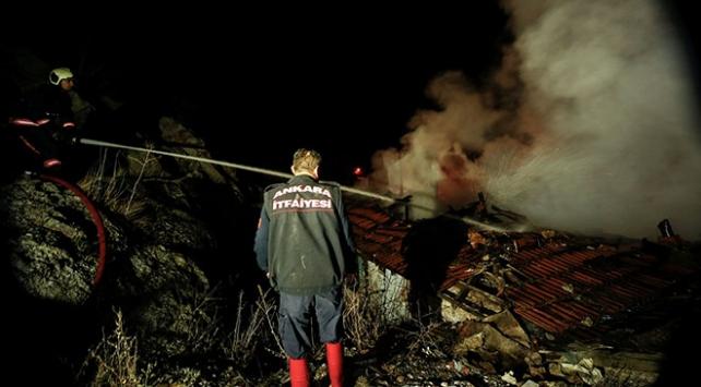 Başkentte gecekondu yangını: 1 yaralı