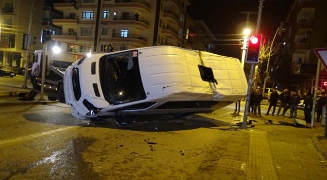 Servis aracı yolcu otobüsüyle çarpıştı: 5 yaralı