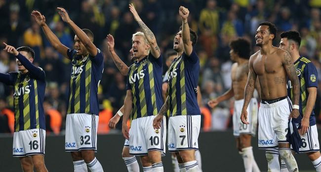 Fenerbahçe derbide 3 puanı 3 golle aldı