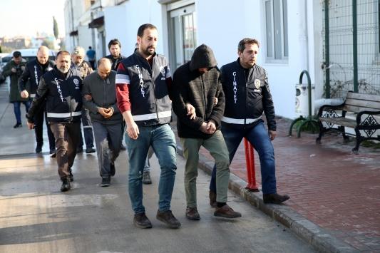 Adanada battaniyeye sarılı ceset bulunmasıyla ilgili iki şüpheli tutuklandı