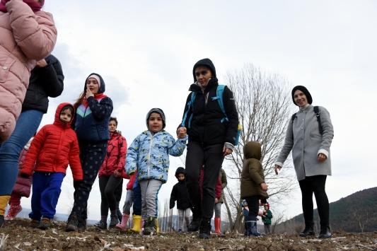 Büyükşehrin stresinden uzaklaşıp Bilecikte köy hayatının tadına vardılar