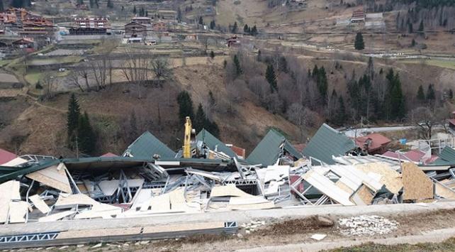 Uzungölde kaçak binaların yıkımı sürüyor