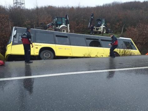 Şile yolunda trafik kazası: 1i ağır 12 yaralı