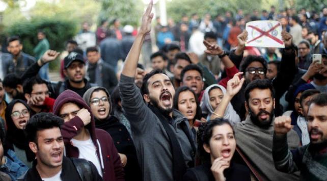Hindistanda Vatandaşlık Yasası karşıtı protestolar sürüyor