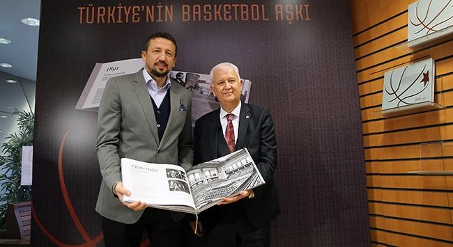 """""""Türkiyenin Basketbol Aşkı"""" kitabı tanıtıldı"""