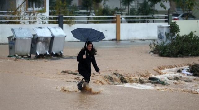 Adana, Hatay ve Kayseride eğitime sağanak ve kar molası