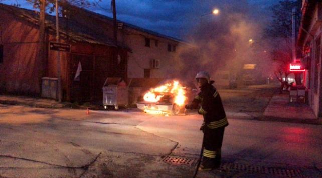 Edirne ve Ispartada hareket halindeki araçlar yandı