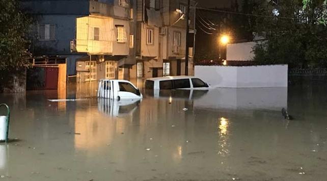 Adanada aşırı yağışlar sulama kanalının taşmasına neden oldu