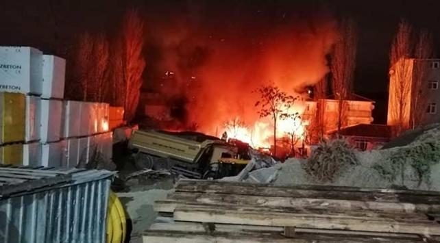 Ataşehirde gecekondu yangını