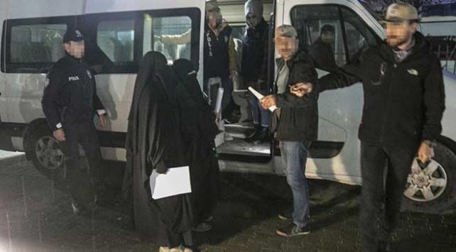 Hol Kampından kaçan DEAŞlılar güvenlik güçlerine teslim oldu