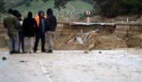 Adana'da sağanak nedeniyle yol çöktü