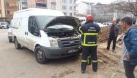 Ordu'da minibüsün motor kısmına sıkışan kedi kurtarıldı