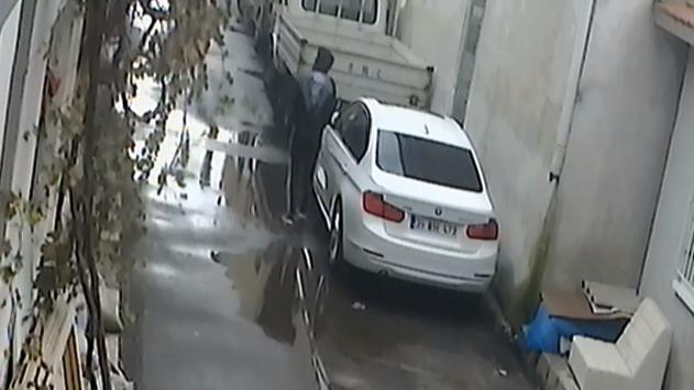 İzmirde araçlardan hırsızlık yapan zanlı güvenlik kamerasına takıldı