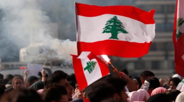 Lübnanda 2019, hükümet karşıtı gösterilerle geçti