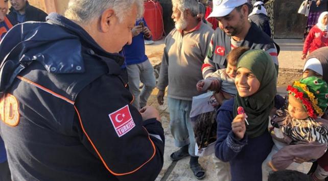 Tel Abyada sığınan Suriyelilere gıda yardımı