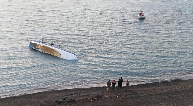 Düzensiz göçmenleri taşıyan tekne Van Gölünde battı: 7 ölü